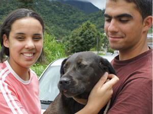 Casal reencontra cão - chuvas Região Serrana Rio