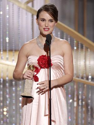 Natalie Portman agradece o prêmio de melhor atriz no Globo de Ouro