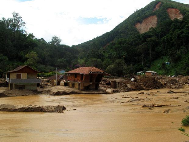 Casas foram completamente destruídas no Ponto Final