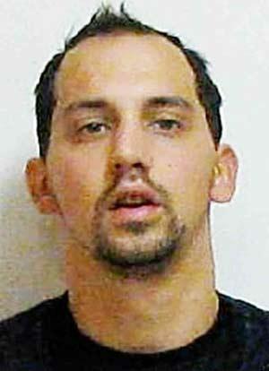 Jonathan B. Gambino foi preso acusado de roubo.