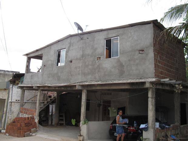 Casa de dona Teca, em Ipojuca: família em cima, inquilinos embaixo.