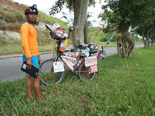 Ciclista pedala 8 meses