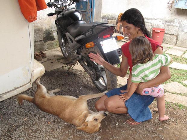 Cachorro Falcon reencontra dona um dia após se perder em Teresópolis