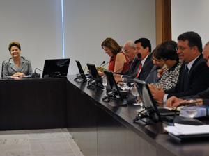 A presidenta Dilma Rousseff coordena a primeira reunião do Fórum de Infraestrutura, no Palácio do Planalto
