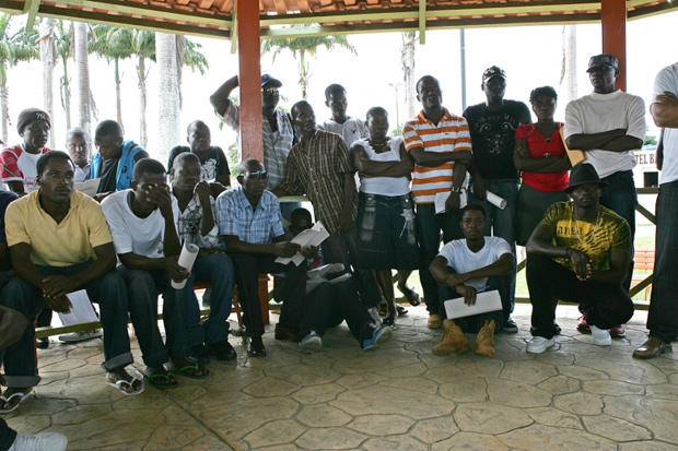 Grupo de imigrantes do Haiti em Brasiléia (AC)