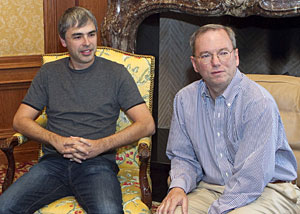 Larry Page (à esq.), co-fundador do Google, ao lado de Eric Schmidt (Foto: AP Photo/Nati Harnik)