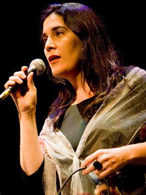 A cantora Monica Salmaso é uma das atrações do Memorial da América Latina