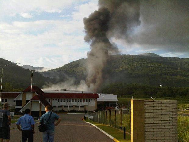 Incêndio atinge fábrica de calçados em Picada Café (RS)