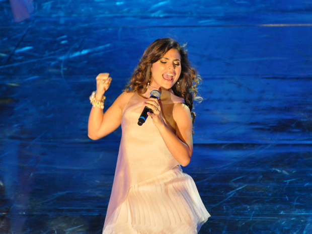 """A cantora Aline Barros durante gravação do """"Show da virada"""""""