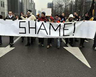 Marcha da Vergonha levou milhares de belgas às ruas neste domingo (23).