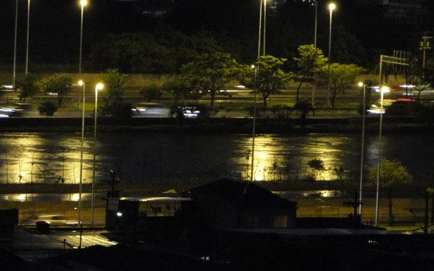 Internauta flagrou Rio Tietê próximo de transbordar nas proximidades da ponte da Casa Verde