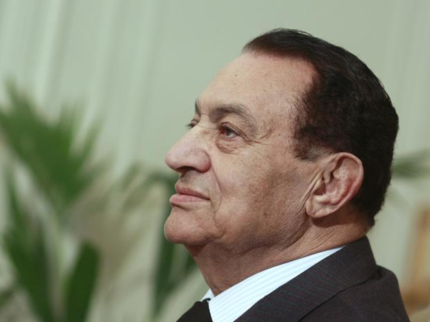 O presidente egípcio Hosni Mubarak durante encontro com o presidente da Autoridade Palestina, Mahmoud Abbas, nesta segunda (24)