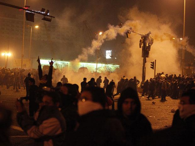 Protestos contra o presidente do Egito seguiram na capital Cairo pela madrugada desta quarta (26).