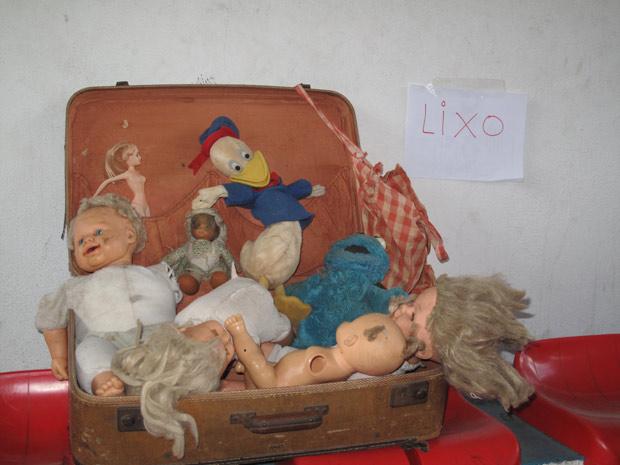 Doações de roupas rasgadas, fraldas sujas e brinquedos quebrados chocaram coordenador de voluntários em Teresópolis