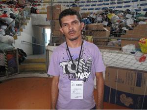 Eberson virou voluntário após perder esposa e filho na tragédia provocada pela chuva em Blumenau, em 2008