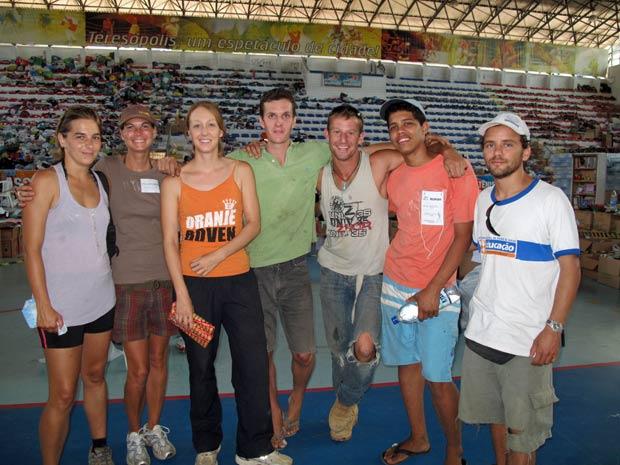 Grupo é formado por jovens de diferentes nacionalidades; há ingleses, espanhóis, argentinos, americanos,alemães e australianos