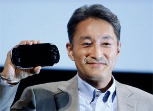Kaz Hirai, presidente da Sony, mostra protótipo de videogame portátil