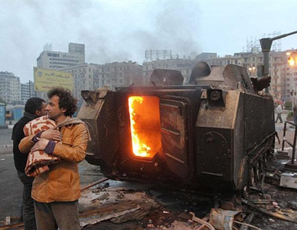 Pelo menos 30 pessoas morreram no conflito entre manifestantes e policiais