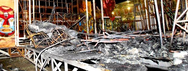 Em 2010, alegoria da Viradouro pegou fogo em barracão na Zona Portuária