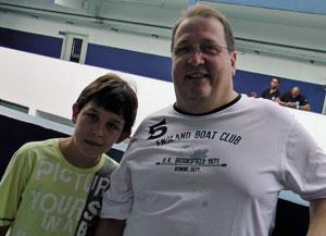 Pedro Henrique Lopes, de 11 anos, e seu pai, Nilton, participaram do Dia do Jogo Justo.