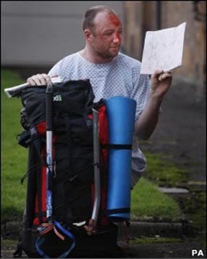 Adam Potter foi encontrado de pé e lendo um mapa após a queda
