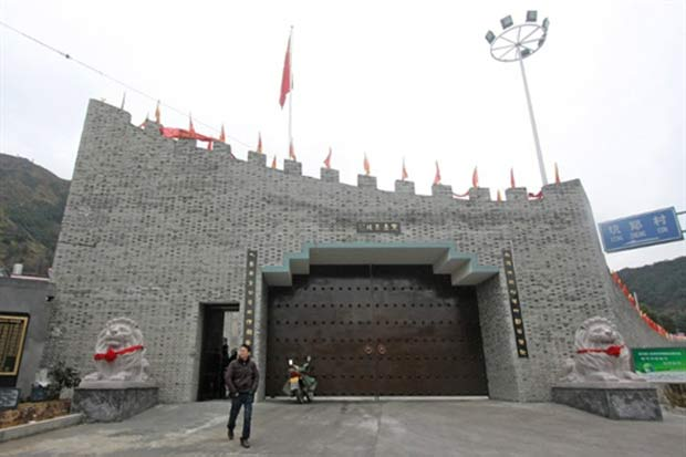 Moradores da aldeia de Yuhuan se inspiraram nos antigos imperadores.