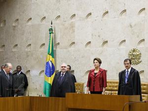 Presidenta Dilma Rousseff e o presidente do Supremo Tribunal Federal, Cezar Peluso, durante solenidade de abertura do Ano Judiciário