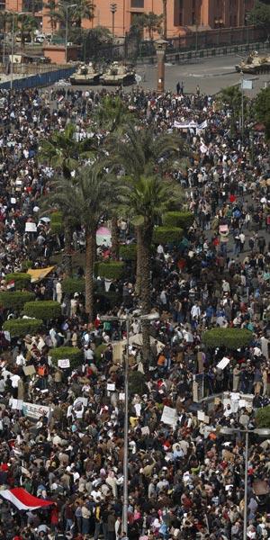 Manifestantes reúnem-se para os protestos desta terça (1º)