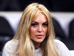 A atriz Lindsay Lohan durante jogo do Los Angeles Lakers, em Los Angeles (Foto: Reuters)