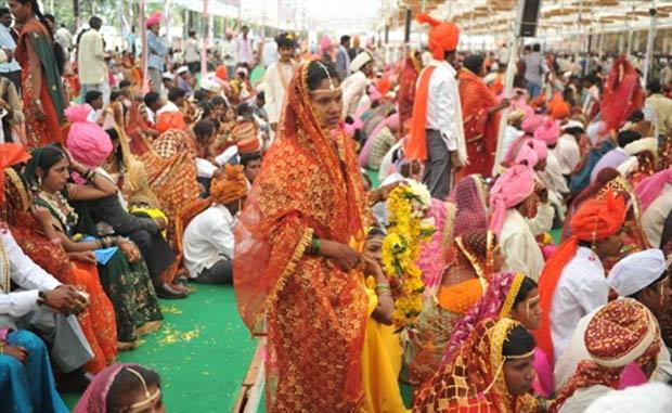 Indianos tentam entrar para o Guinness com casamento coletivo. (Foto: Sajjad Hussain/AFP)