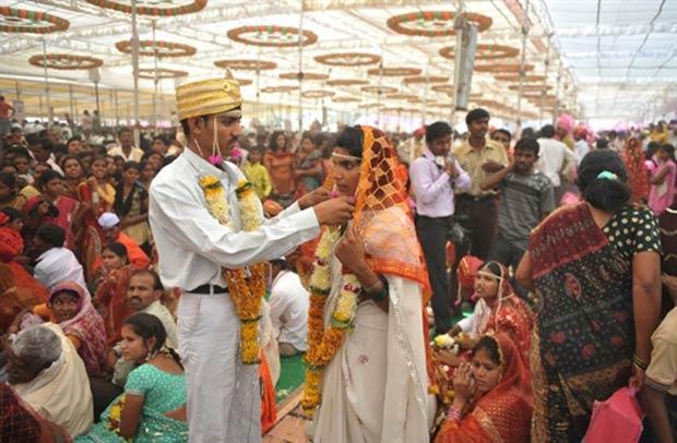 2.835 casais participaram de casamento coletivo. (Foto: Sajjad Hussain/AFP)