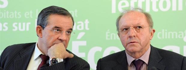 O ministro francês de Transportes, Thierry Marianai, e o diretor do BEA, Jean-Paul Troadec, durante entrevista conjunta nesta sexta-feira (4) em Paris. (Foto: AFP)