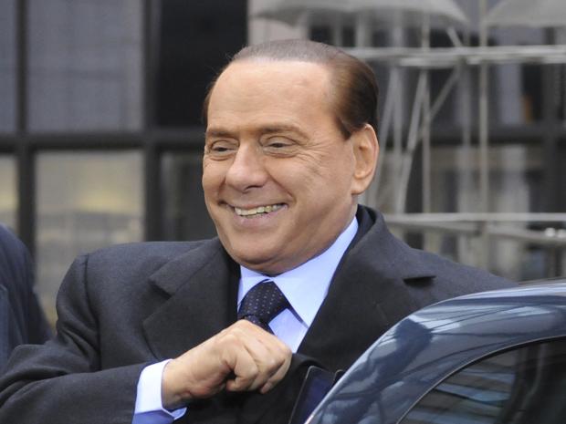 O premiê da Itália, Silvio Berlusconi, chega à cúpula da União Europeia nesta sexta-feira (4) em Bruxelas (Foto: Reuters)