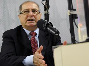O ministro das Comunicações, Paulo Bernardo, durante entrevista ao Programa Bom Dia Ministro. (Foto: Wilson Dias/AB)