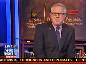 O apresentador da Fox News Glenn Beck durante comentários sobre a presidente Dilma Rousseff (Foto: Reprodução/G1)