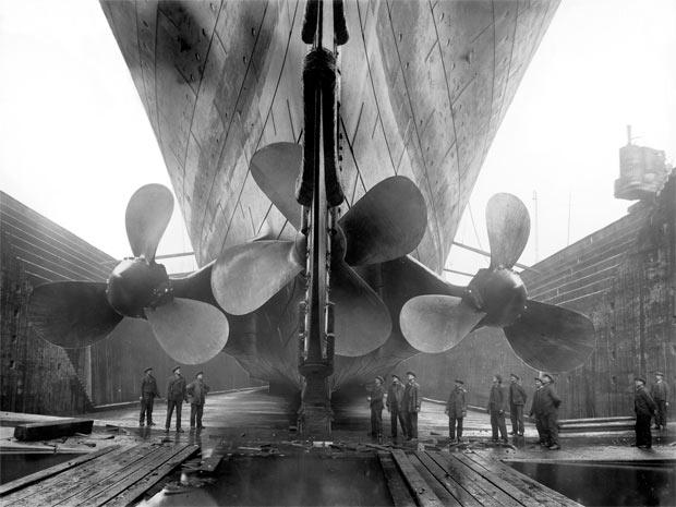 Fotografia registra construção do navio Titanic, considerado o maior transatlântico do mundo no início do século XX (Foto: Divulgação)