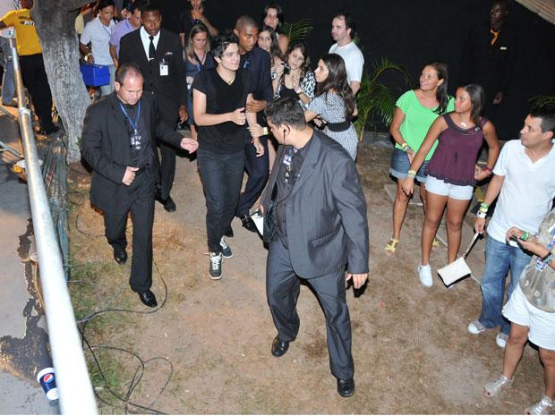Luan Santana passa mal dura nte show no Festival de Verão de Salvador (Foto: Eduardo Freire/Agência Edgar de Souza/Divulgação)