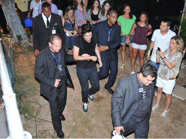 Luan Santana passa mal durante show no Festival de Verão de Salvador (Foto: Eduardo Freire/Agência Edgar de Souza/Divulgação)