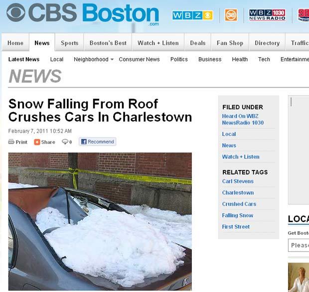 Carro ficou destruído após ser atingido por neve. (Foto: Reprodução)