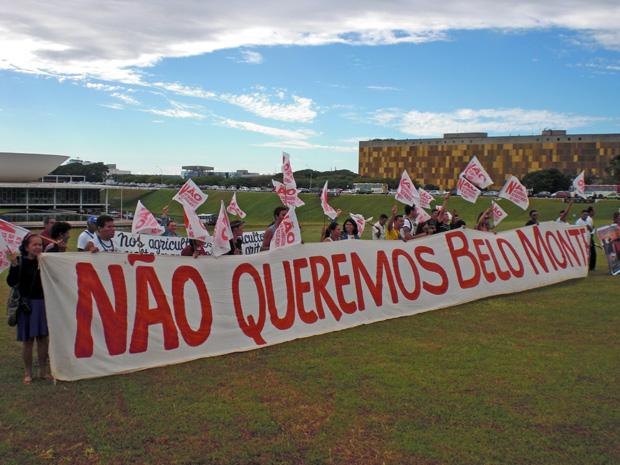 Índios do Xingu protestam contra a construção de Belo Monte (Foto: G1)