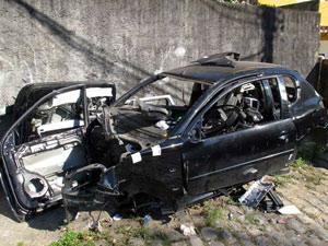 Polícia encontra carcaça de carros em Santa Teresa (Foto: Bernardo Tabak/G1)