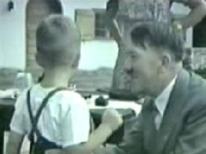 Cena do trailer do documentário Hitler's Children (Foto: Reprodução)