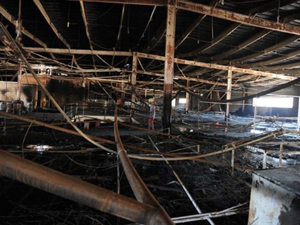 Barracão da União da Ilha destruído (Foto: Vanderlei Almeida/AFP)