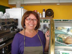 Dona de uma loja, Maria Luzinete Ferreira diz que teve prejuízos (Foto: Roberta Steganha/G1)