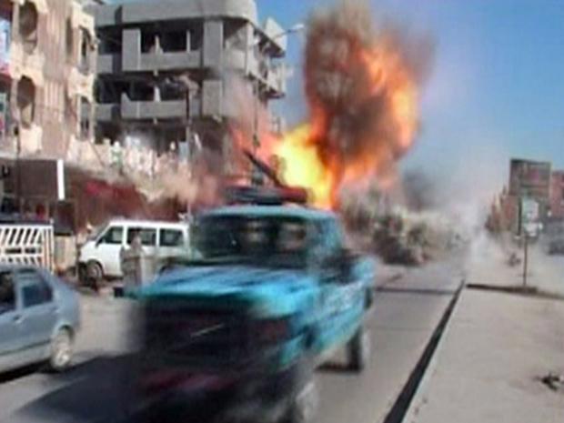 Imagem de TV mostra o momento de uma das explosões desta quarta-feira (9) em Kirkuk (Foto: AP)
