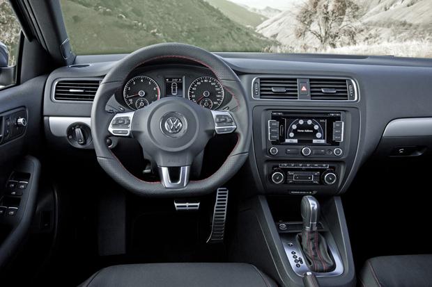 Volkswagen Jetta 2.0 turbo GLI (Foto: Divulgação)