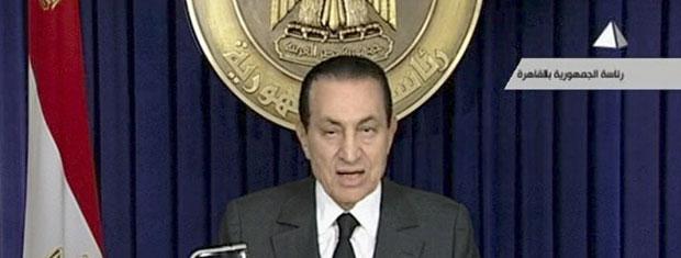 O presidente do Egito, Hosni Mubarak, discursa na noite desta quinta-feira (10) no Cairo (Foto: AP)