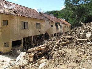 Em Teresópolis, chuva deixou rastros no bairro Campo Grande (Foto: Tássia Thum/G1)