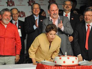A presidenta Dilma Rousseff e o ex-presidente Lula durante as comemorações dos 31 anos do PT (Foto: Fabio Rodrigues Pozzebom/ABr)