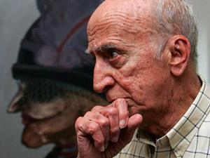 O escritor Millôr Fernandes fotografado em seu apartamento em Ipanema em setembro de 2007 (Foto: Marcos de Paula/AE)